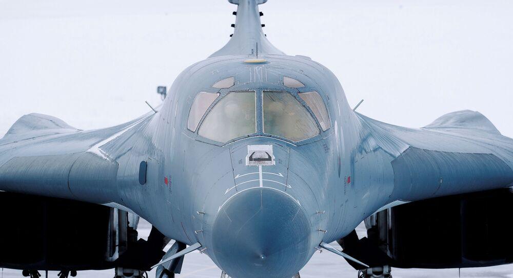 Bombardeiro Lancer B-1B da Força Aérea dos EUA na base aérea em Bodo, Noruega, 8 de março de 2021