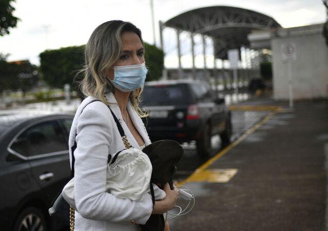Médica Ludhmila Abrahão Hajjar é vista embarcando no aeroporto de Brasília, no Distrito Federal, após reunião com o presidente Jair Bolsonaro