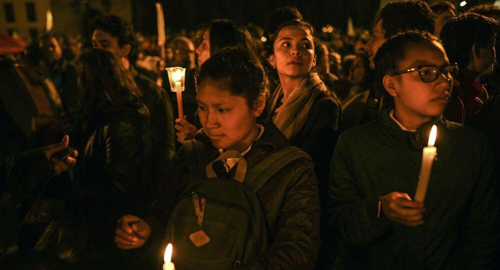 Pessoas participam de manifestação contra os assassinatos de líderes sociais em Bogotá, Colômbia, 26 de julho de 2019