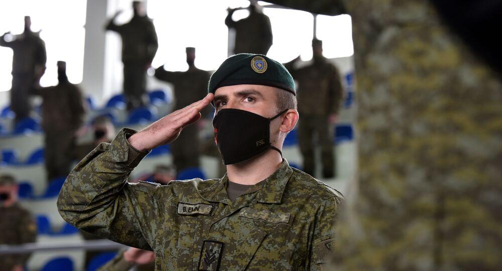 Membros da Força de Segurança do Kosovo (KSF, na sigla em inglês) participam de uma cerimônia antes de ser enviado para missão Pristina, Kosovo, 9 de março de 2021.