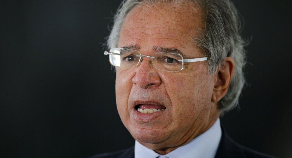 Em Brasília, o ministro da Economia, Paulo Guedes, dá entrevista no Palácio do Planalto, em 8 de março de 2021