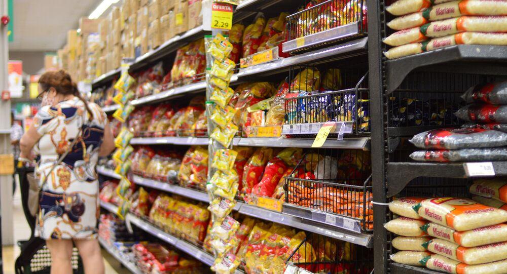 Prateleira de mercado em Recife - Composta por 13 itens essenciais para rotina alimentar da família brasileira, 10 deles sofreram aumento até o mês de março de 2021