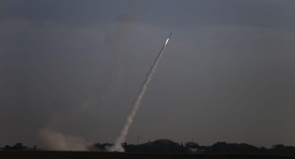 Sistema de defesa aérea Cúpula de Ferro é acionado para interceptar foguetes lançados a partir da Faixa de Gaza