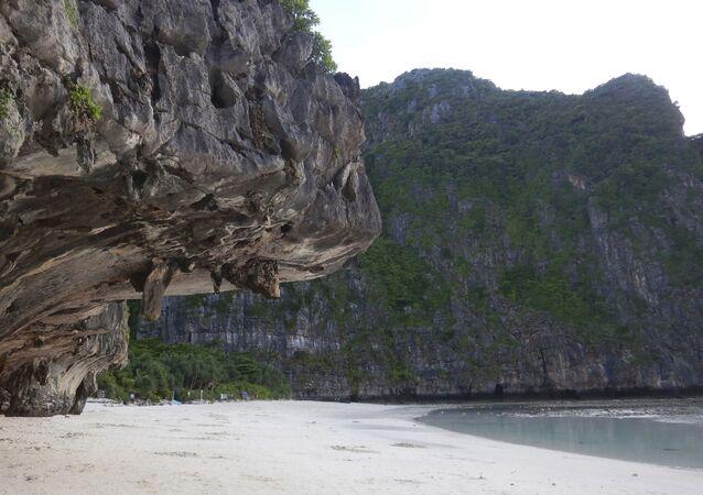 Praia remota localizada no mar de Andaman
