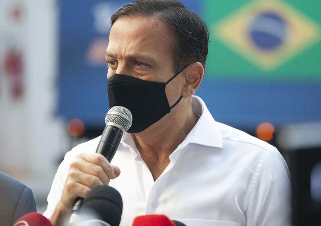 O governador de São Paulo, João Doria, acompanha a liberação de mais 2 milhões de doses da vacina Coronavac, do Instituto Butantan, contra o coronavírus, 17 de março de 2021
