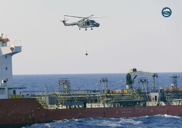Navio petroleiro Royal Diamond 7, em águas internacionais, a 150 quilômetros da costa da Líbia, em 10 de setembro de 2020, durante inspeção da missão europeia Irini