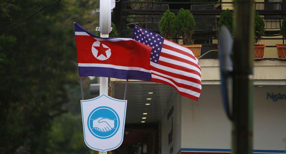 Bandeiras da Coreia do Norte e EUA