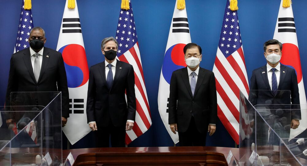 O secretário do Estado dos EUA, Antony Blinken, acompanhado pelo secretário de Defesa, Lloyd Austin, durante encontro com seus colegas sul-coreanos, o chanceler Chung Eui-yong e o ministro de Defesa Suh Wook, 18 de março de 2021