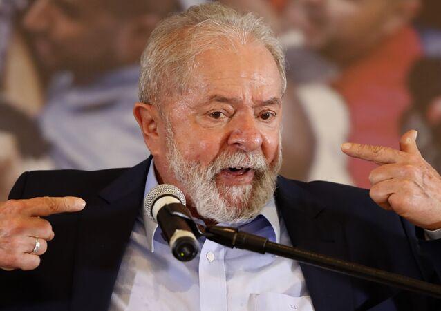 Ex-presidente Luiz Inácio Lula da Silva discursa na sede do Sindicato dos Metalúrgicos do ABC, em São Bernardo do Campo (SP)