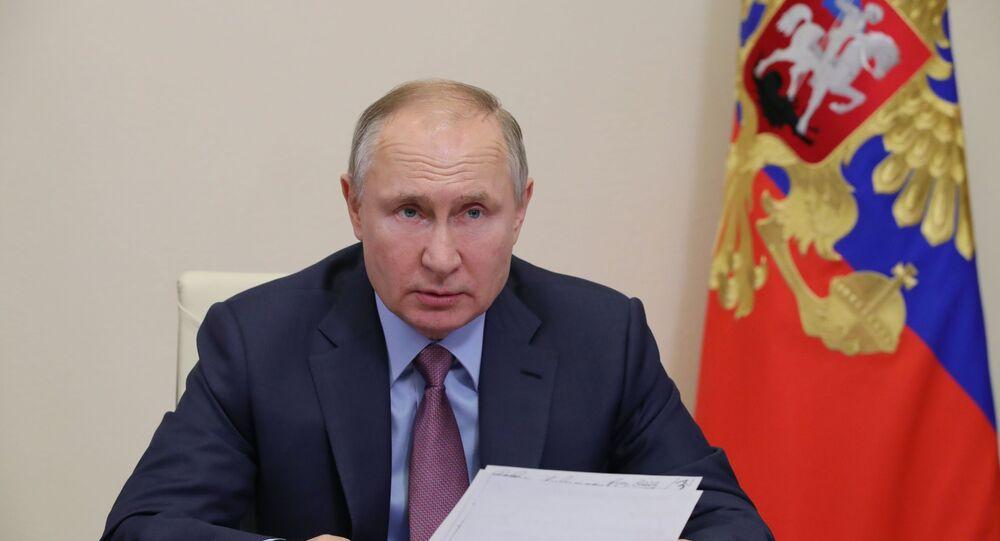 O presidente russo, Vladimir Putin, durante uma videoconferência com membros do governo russo, 10 de fevereiro de 2021