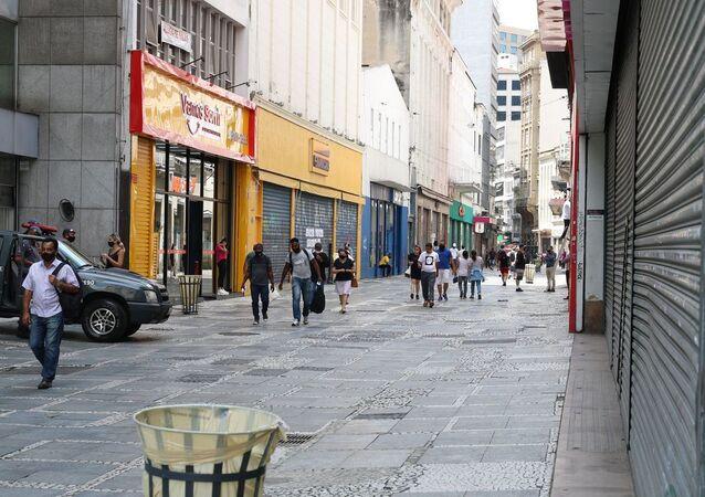 Comércio fechado na região central de São Paulo em meio à pandemia da COVID-19.