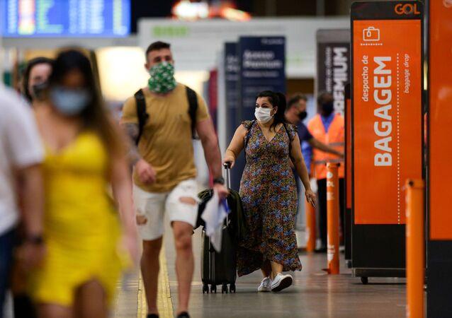 Movimentação de passageiros no Aeroporto Internacional de Brasília (DF), após a adoção de regras mais rígidas com relação ao uso de máscaras