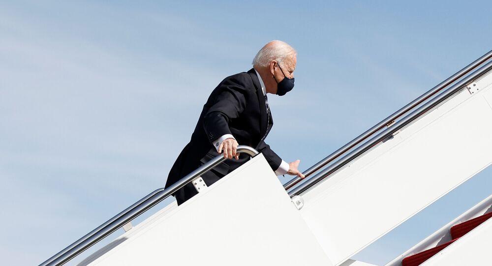 Joe Biden, presidente dos EUA, embarca no avião Air Force One na base aérea de Andrews, em Maryland, nesta sexta-feira, 19 de março de 2021