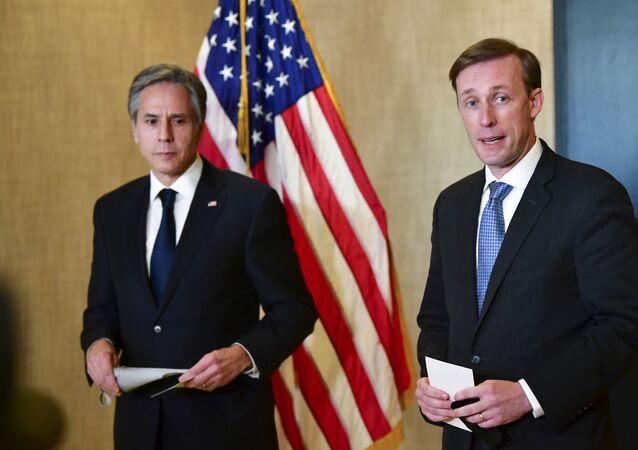 Coletiva de imprensa do secretário de Estado dos EUA, Antony Blinken (E), e do conselheiro de Segurança Nacional da Casa Branca, Jake Sullivan (D), após reunião com oficiais chineses em Anchorage, no Alasca