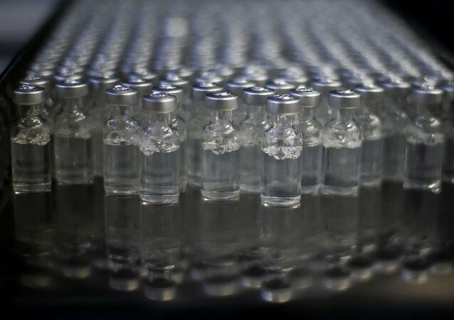 Frascos da vacina de Oxford/AstraZeneca contra a COVID-19 fabricados pela Fundação Oswaldo Cruz (Fiocruz).