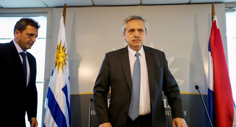 O presidente da Argentina, Alberto Fernández, após uma reunião com o presidente do Uruguai, Tabaré Vázquez, em Montevidéu, no dia 14 de novembro de 2019
