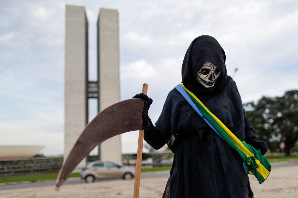 Protesto em Brasília contra o presidente Jair Bolsonaro e seu manejo da pandemia de COVID-19