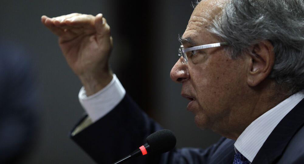 No Rio de Janeiro, o ministro da Economia do Brasil, Paulo Guedes, fala com a mídia estrangeira, em 13 de setembro de 2019