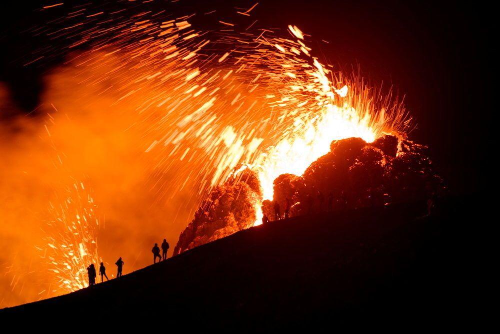 Erupção de vulcão em Geldingadalur, na península de Reykjanes, na Islândia, 20 de março de 2021