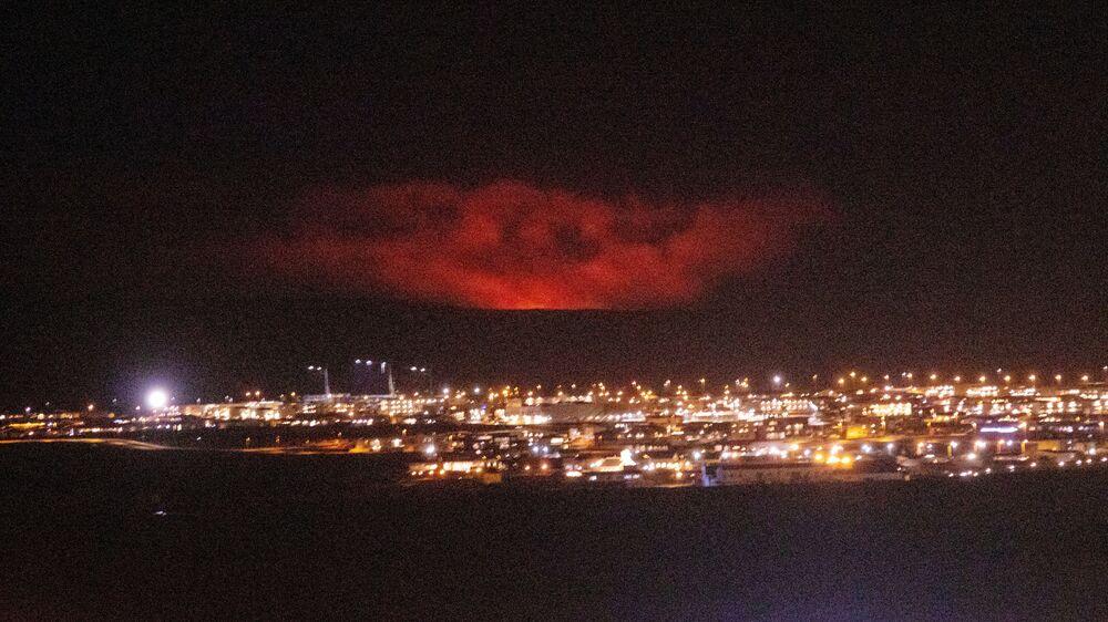 Erupção de vulcão perto de Fagradalsfjall, na península de Reykjanes, na Islândia, 19 de março de 2021