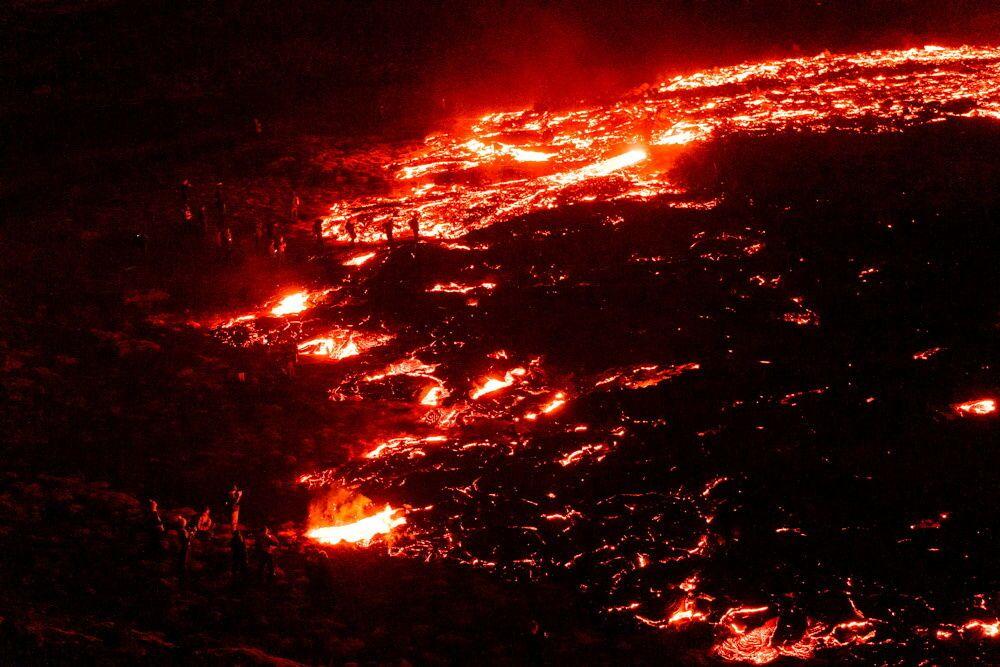 Fluxos de lava de vulcão em erupção há muito tempo adormecido na Islândia, 20 de março de 2021