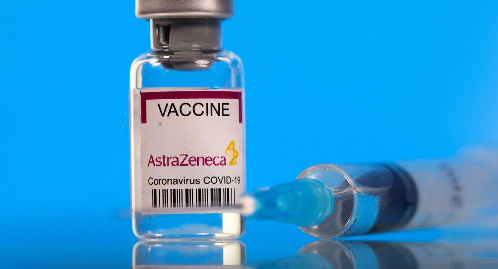 Frasco com a vacina da AstraZeneca/Oxford contra a COVID-19 (foto de arquivo)
