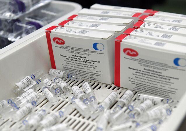 Pacotes da vacina russa contra o coronavírus EpiVacCorona, desenvolvida pelo Vector State Research Center, em Novosibirsk, na Rússia.