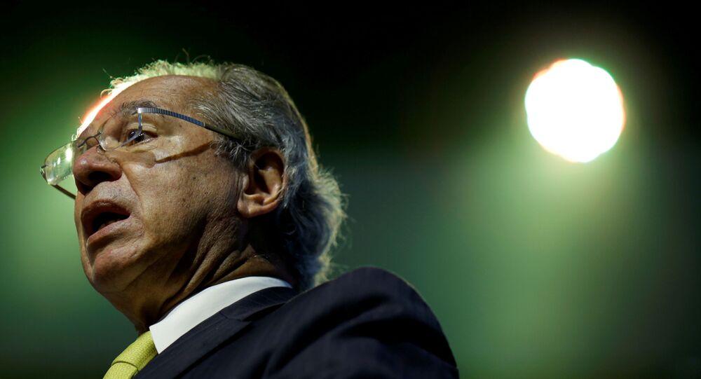 Em Brasília, o ministro da Economia do Brasil, Paulo Guedes, fala durante um seminário sobre a retomada da economia brasileira, em 8 de dezembro de 2020