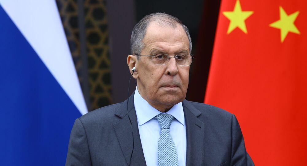 Ministro das Relações Exteriores da Rússia, Sergei Lavrov durante coletiva de imprensa após a reunião com seu homólogo chinês Wang Yi, Guilin, China