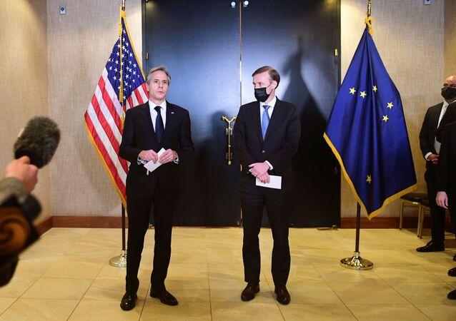O Secretário de Estado dos EUA, Antony Blinken, e o Conselheiro de Segurança Nacional, Jake Sullivan, falam à mídia após as conversas matinais a portas fechadas entre os Estados Unidos e a China após a conclusão de suas reuniões de dois dias em Anchorage, Alasca, em 19 de março de 2021