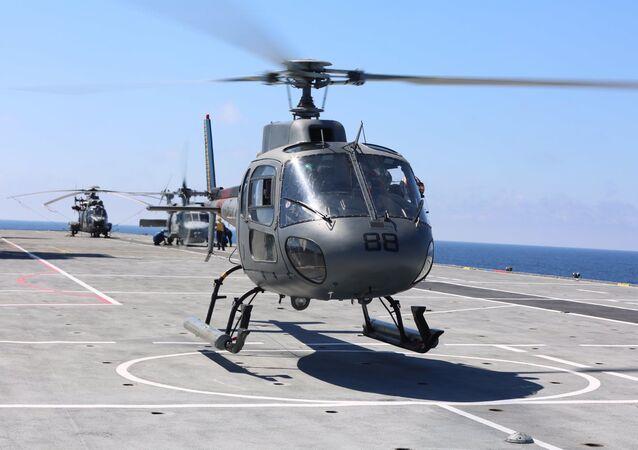 No dia 22 de março, nas proximidades do RJ, a Marinha deu início à 1ª Operação ADEREX-Aeronaval