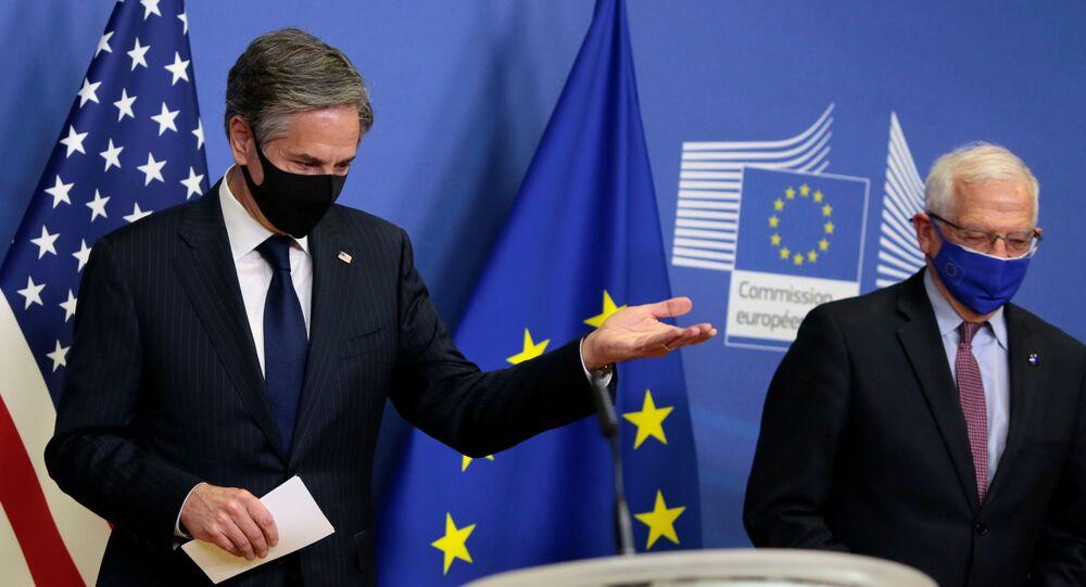 O secretário de Estado dos EUA, Antony Blinken, e o chefe de política externa da União Europeia, Josep Borrell, dão uma entrevista coletiva conjunta em Bruxelas, Bélgica, em 24 de março de 2021