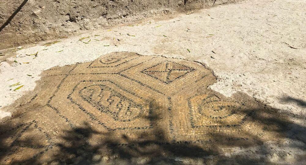 Pavimento de mosaico em fazenda romana do século IV