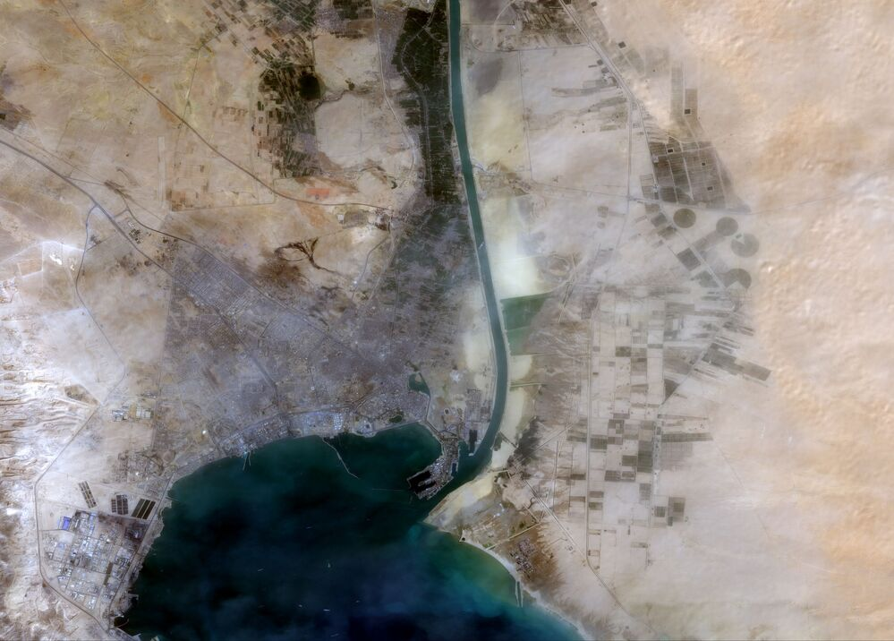 Satélite Copernicus Sentinel-2 da Agência Espacial Europeia fotografa o porta-contêineres Ever Given, de 400 metros de comprimento, que bloqueou o tráfego marítimo no canal de Suez, 24 de março de 2021