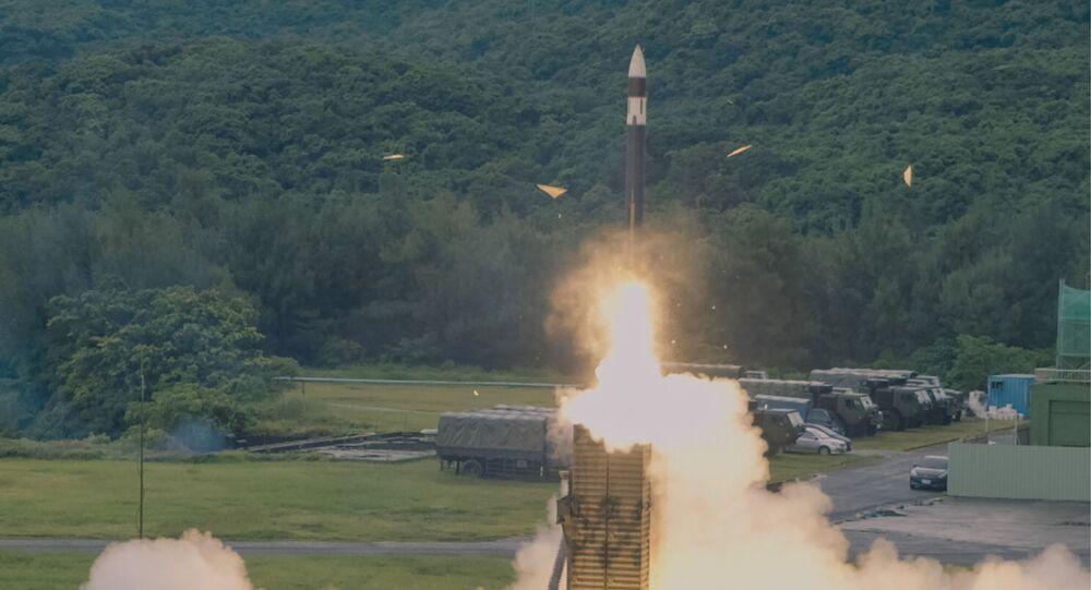 Ministério da Defesa de Taiwan mostra lançamento de míssil doméstico Tien-Kung III