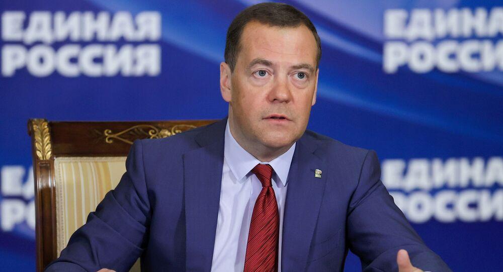 Dmitry Medvedev, Vice-Presidente do Conselho de Segurança da Rússia, se reúne com cidadãos via link de vídeo da residência Gorki, na região de Moscou, Rússia, em 5 de março de 2021.