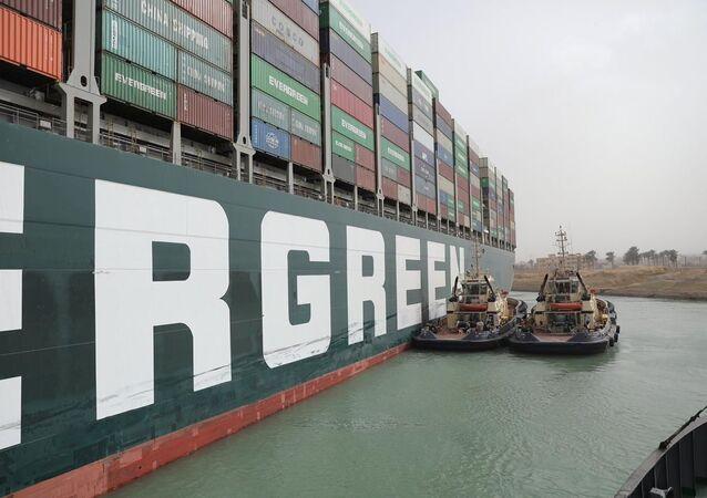 Remoção do navio cargueiro preso no Canal de Suez pode demorar semanas; foto de 25 de março de 2021