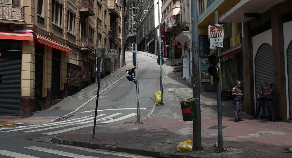 Comércio fechado na rua 25 de Março em São Paulo durante a quarentena, em 26 de março de 2020