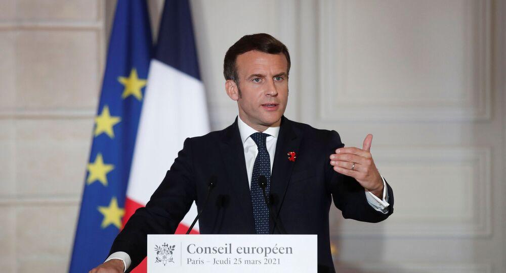 Presidente da França, Emmanuel Macron, em conferência de imprensa após reunião do Conselho Europeu, no Palácio de Elysée, Paris, França, 25 de março de 2021