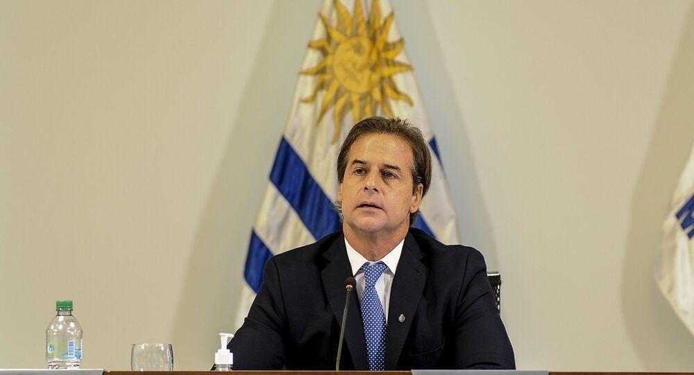 O presidente do Uruguai, Luis Lacalle Pou, faz seu pronunciamento durante a cúpula de 30 anos do Mercosul