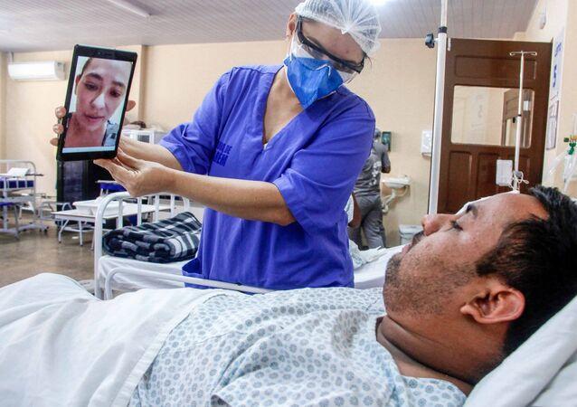 Videochamada reduz distância entre pacientes e famílias em hospital de campanha de Santarém, no Pará, em 3 de março de 2021