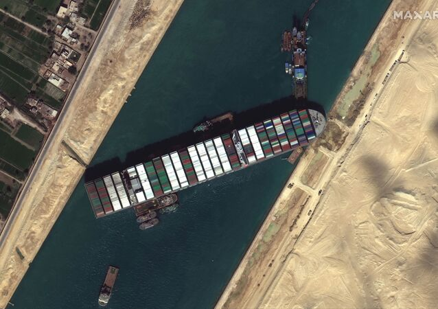 Navio porta-contêineres Ever Given no canal de Suez, em imagem de satélite tirada em 27 de março de 2021