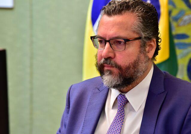 Ernesto Araújo participa de reunião do Ministério das Relações Exteriores.