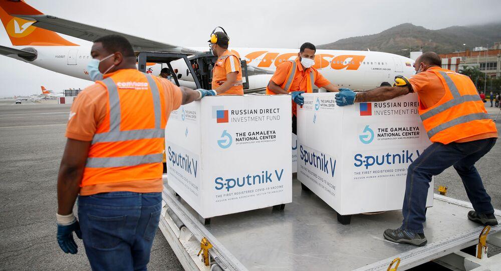 Venezuela recebe o terceiro carregamento de vacinas Sputnik V da Rússia nesta segunda-feira, 29 de março de 2021, em Caracas