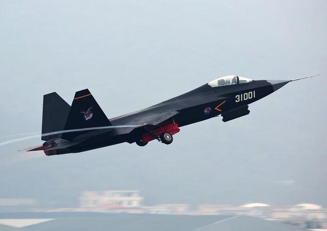 Protótipo do caça chinês FC-31 Gyrfalcon