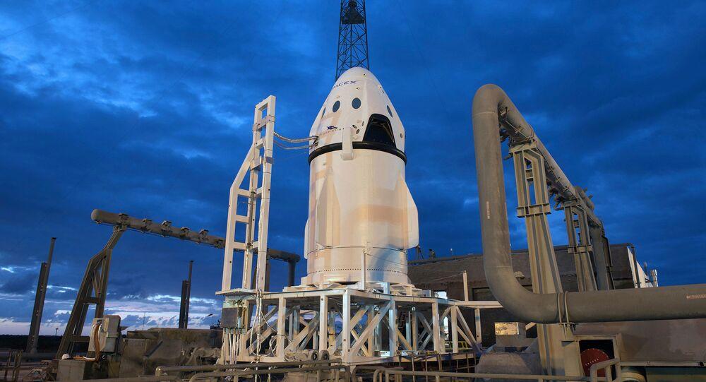 Em 6 de maio de 2015, a SpaceX concluiu o primeiro teste de voo da nave Crew Dragon, projetada para transportar humanos ao espaço
