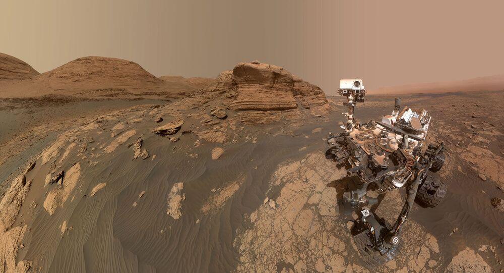 Selfie do rover Curiosity no fundo do Mont Mercou, em Marte, 30 de março de 2021