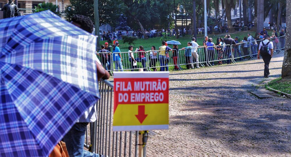A taxa de desemprego no trimestre encerrado em janeiro de 2021, 14,2%, foi a mais alta da série histórica desde 2012 no Brasil