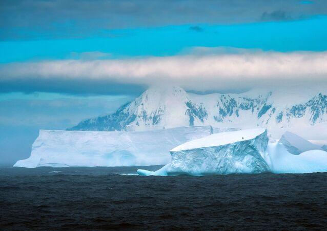 Cabo de Maskar, na ilha Adelaide, Antártica, 22 de fevereiro de 2020