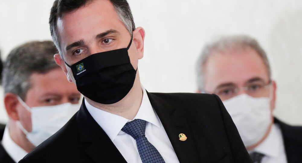 O presidente do Senado Federal, Rodrigo Pacheco (DEM-MG), chega para fazer pronunciamento à imprensa.